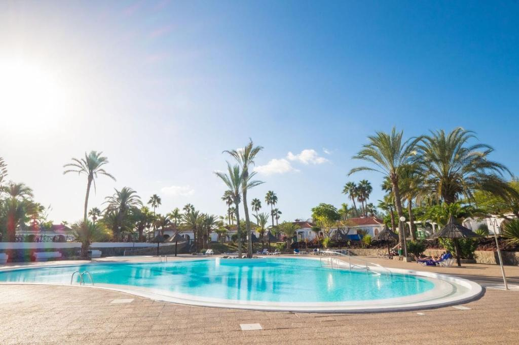 The swimming pool at or close to Sunny Bungalows Parque Golf in Maspalomas