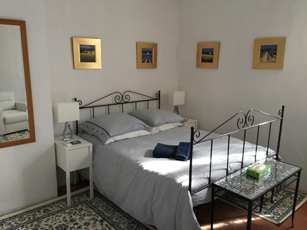 A bed or beds in a room at Stone House Gite
