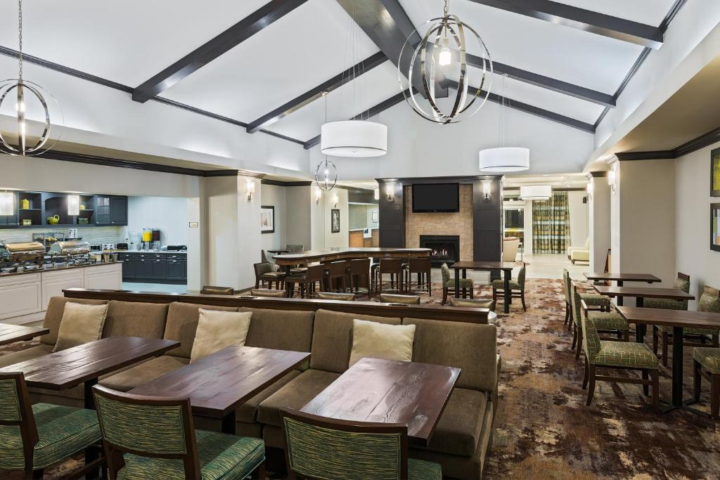 A restaurant or other place to eat at Homewood Suites by Hilton Princeton