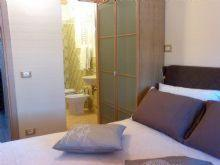 A bed or beds in a room at Burlamacco Gold