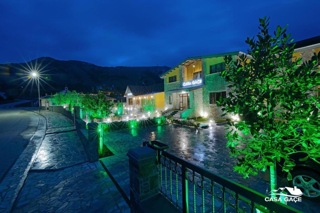 Vista sulla piscina di Casa Gaçe Hotel o su una piscina nei dintorni