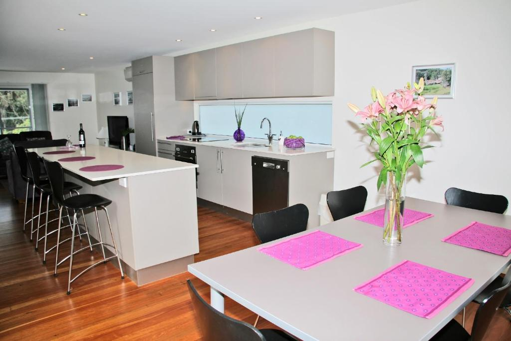 A kitchen or kitchenette at Cerulean Blue Combo