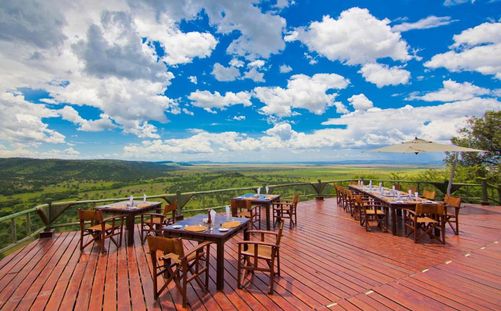 A restaurant or other place to eat at Mbali Mbali Soroi Serengeti Lodge