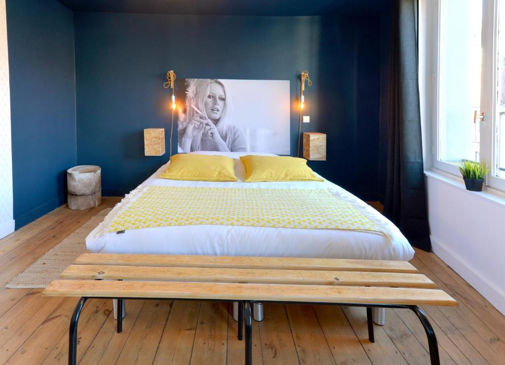 A bed or beds in a room at Princesse Apart'hôtel