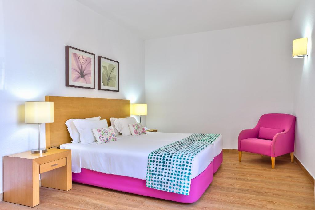 A bed or beds in a room at Hotel Torre Praia