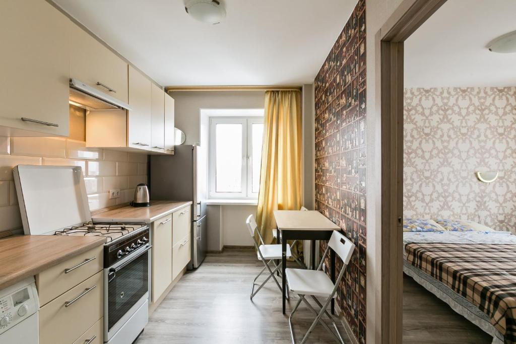 A kitchen or kitchenette at Apartment in Old Khimki