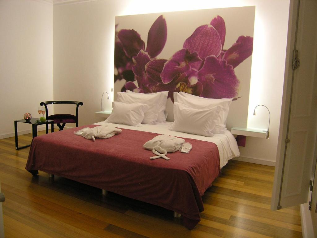 A bed or beds in a room at Casa de Alpajares - Guest House & Spa