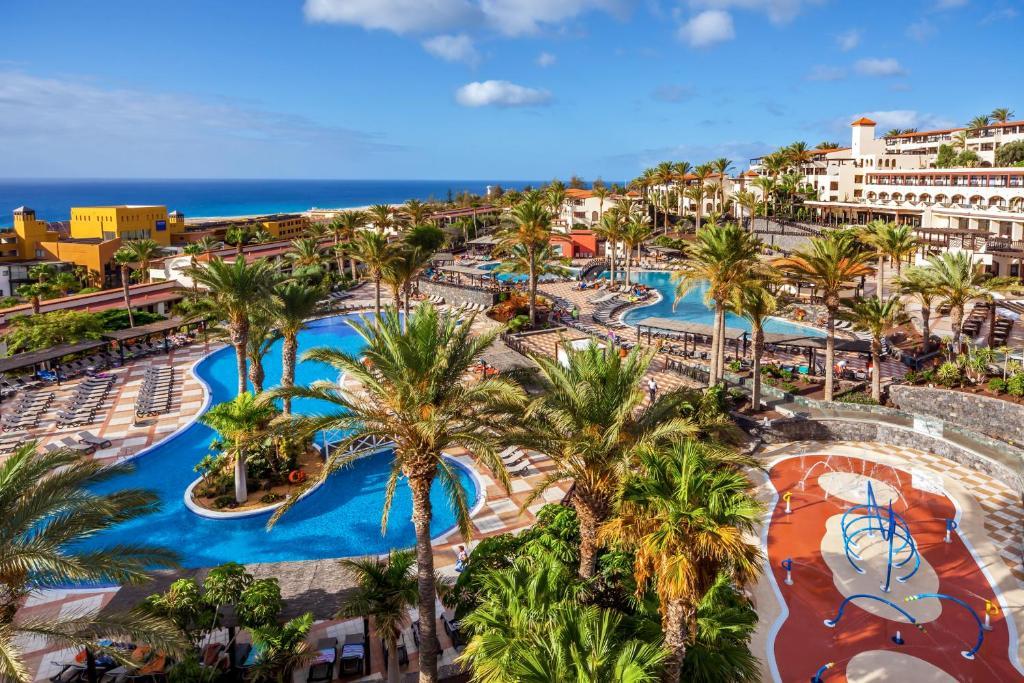 Widok na basen w obiekcie Occidental Jandía Mar lub jego pobliżu