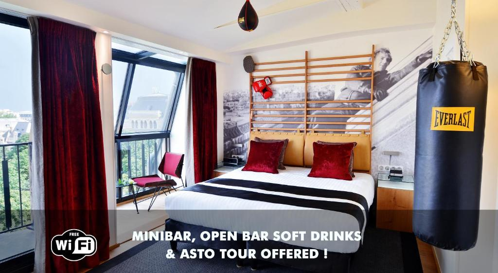 A bed or beds in a room at Le 123 Sébastopol - Astotel