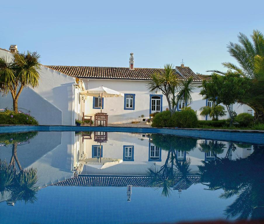 The swimming pool at or near Quinta Quinze