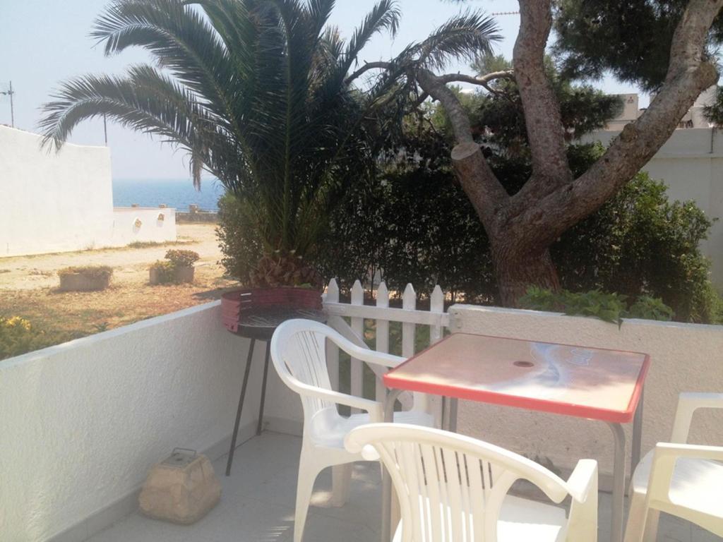 Een balkon of terras bij Bungalow Cala Llobeta 32
