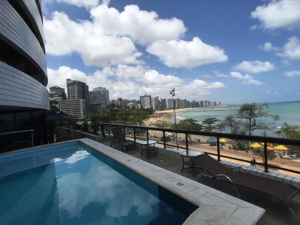 The swimming pool at or close to Apartamentos Privados Beira Mar View
