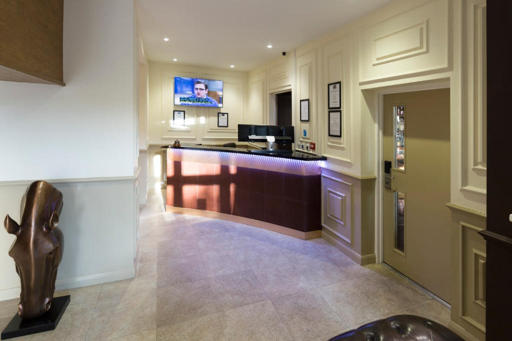 A kitchen or kitchenette at Real Dreams Hotel