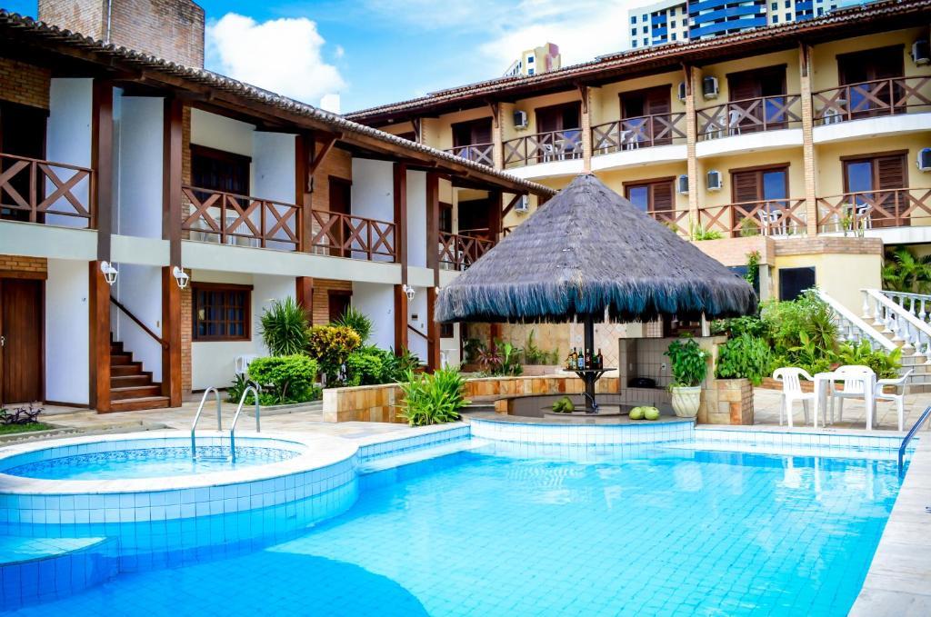 The swimming pool at or close to O Tempo e o Vento