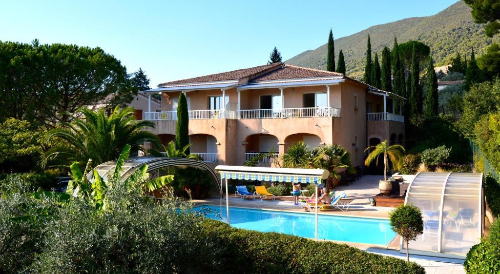 The swimming pool at or near Villa La Lézardière
