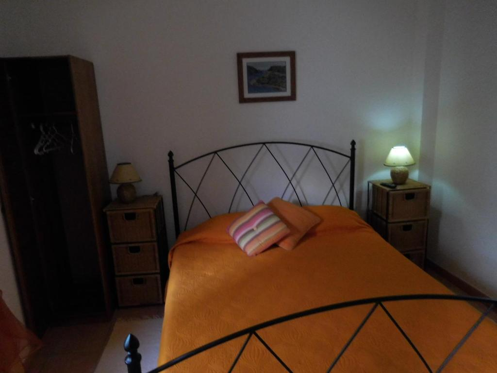 A bed or beds in a room at Casa de Hóspedes Celeste by Portugalferias