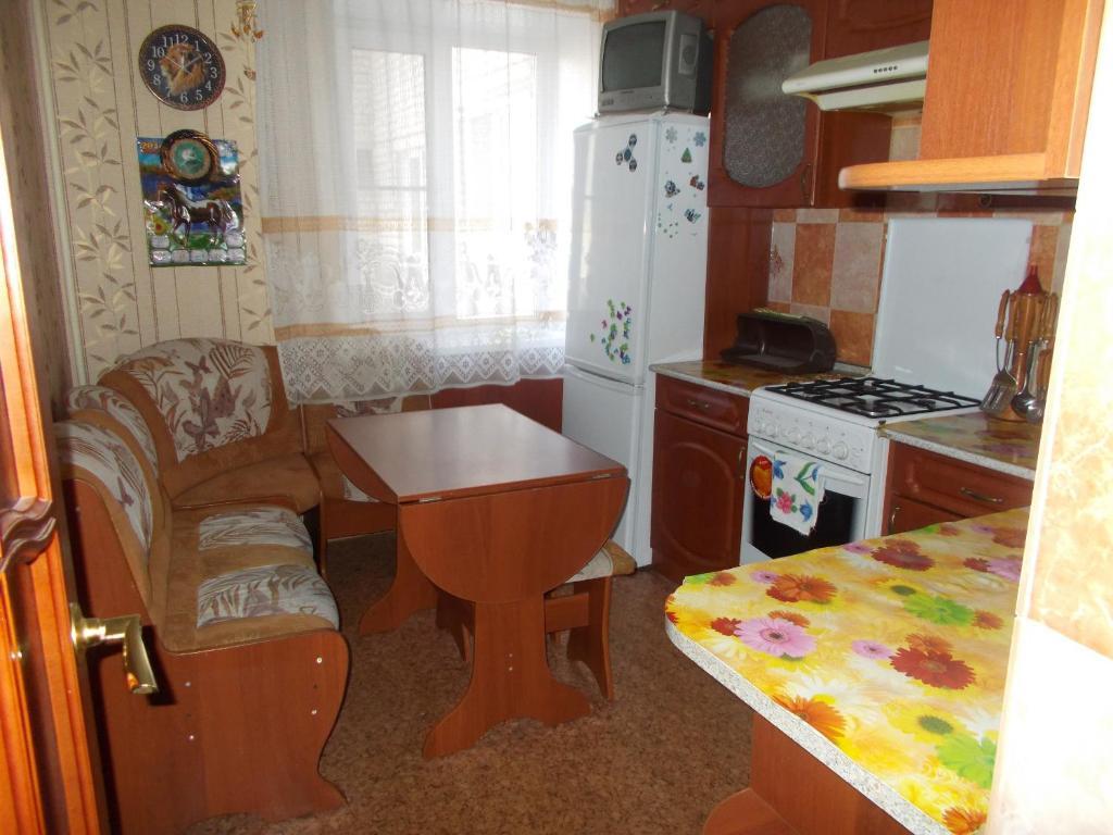 A kitchen or kitchenette at Bolshaya Sankt-Peterburgskaya