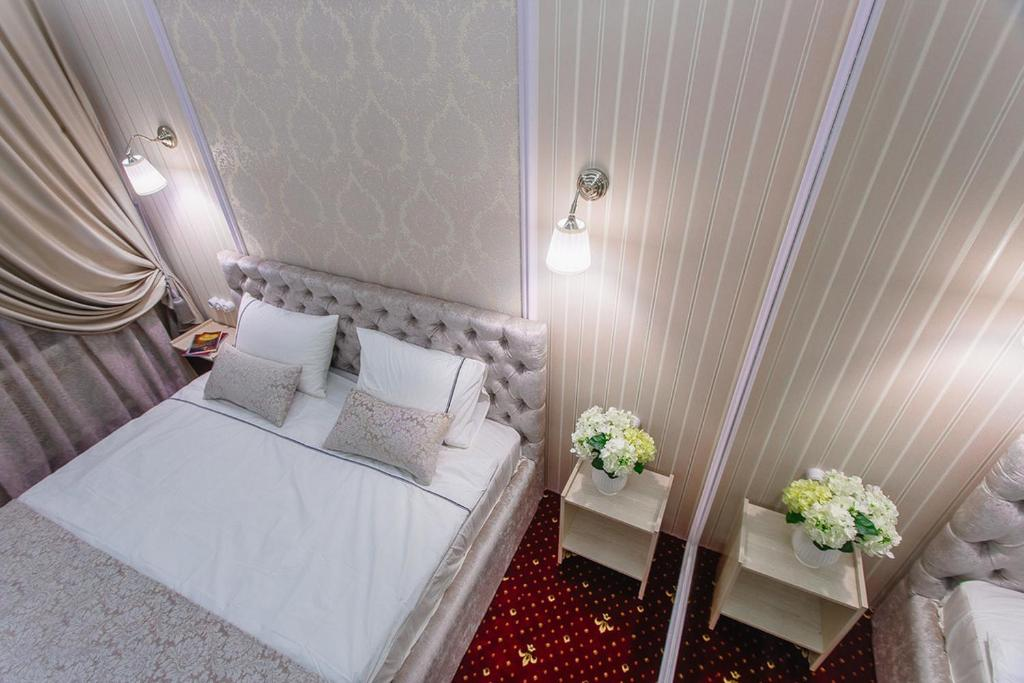 A bed or beds in a room at Hotel Aqua - Life