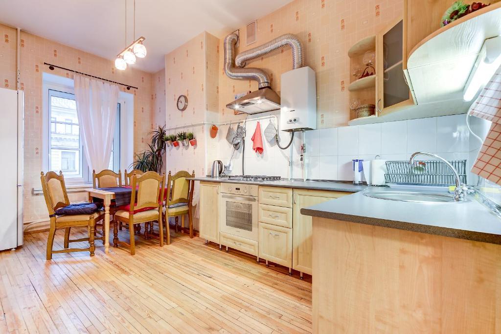 Кухня или мини-кухня в Апартаменты на Невском проспекте 13