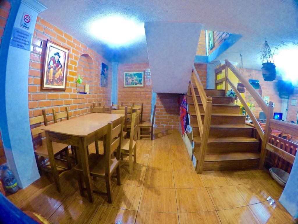 Um restaurante ou outro lugar para comer em Hostal Nomada