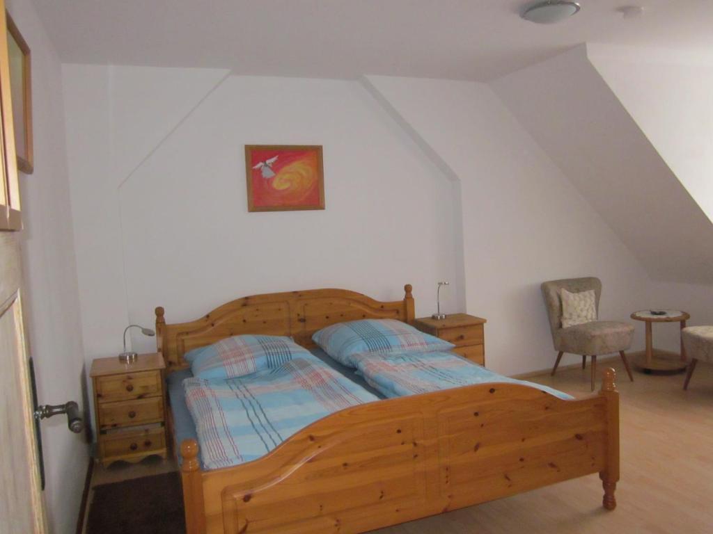 Ein Bett oder Betten in einem Zimmer der Unterkunft Ferienwohnung Lehr
