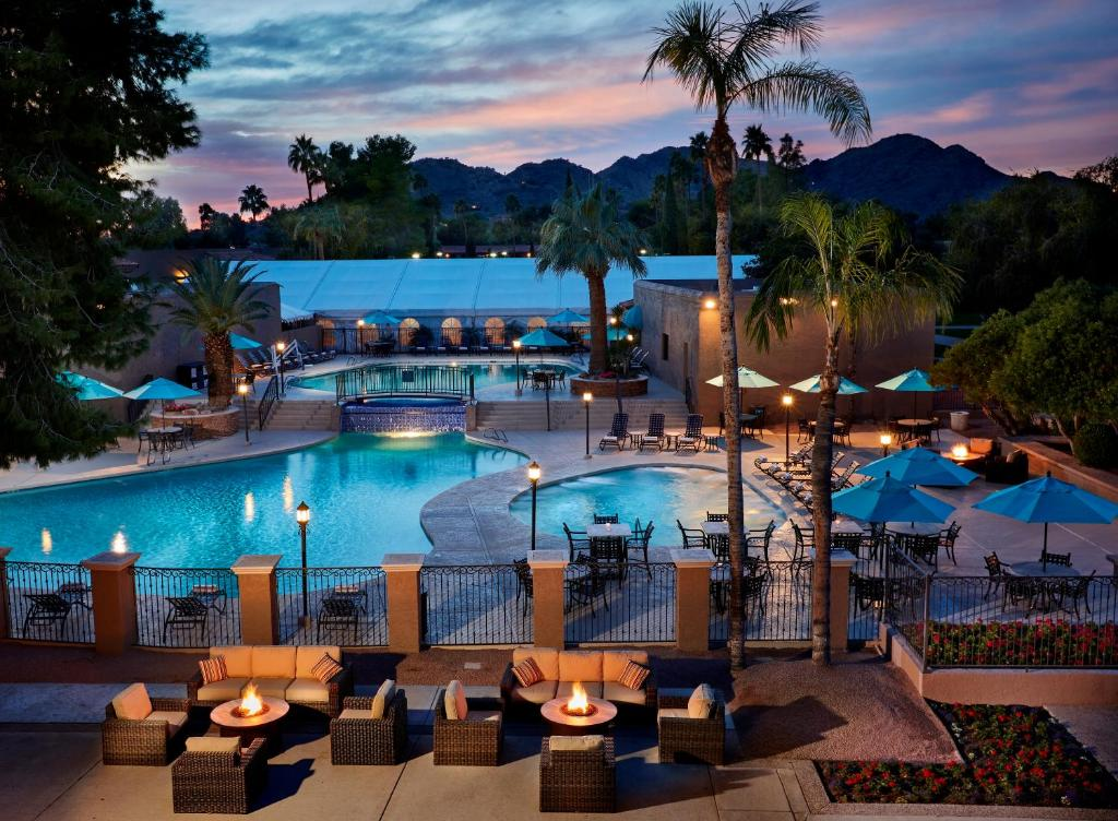 The swimming pool at or near Scottsdale Plaza Resort
