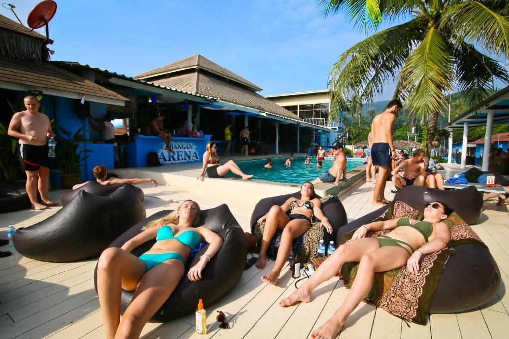 Het zwembad bij of vlak bij Phangan Arena Hostel