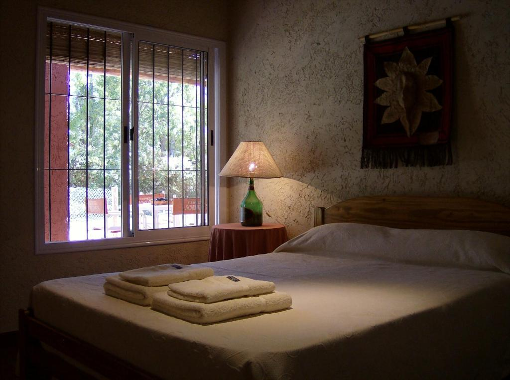 A bed or beds in a room at Cabañas Parque Vistalba