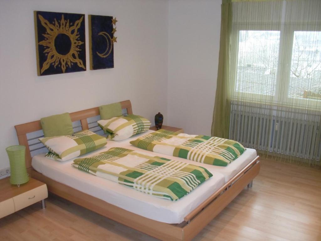 Ein Bett oder Betten in einem Zimmer der Unterkunft Ferienwohnung Super-Bude Ulmtal