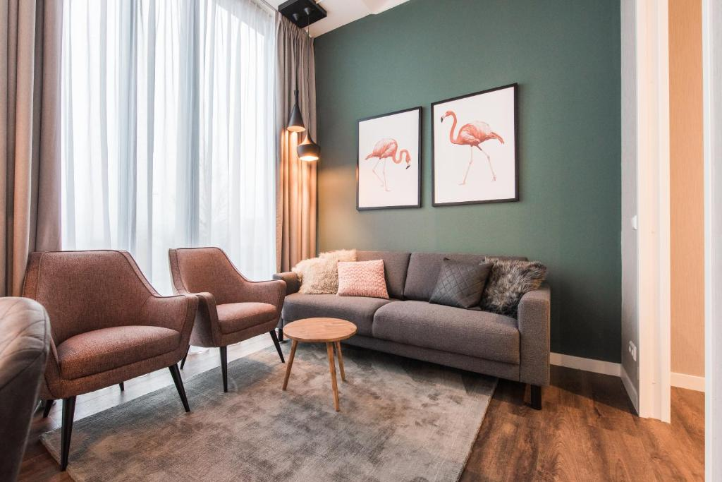 Een zitgedeelte bij Short Stay Group NDSM Serviced Apartments Amsterdam