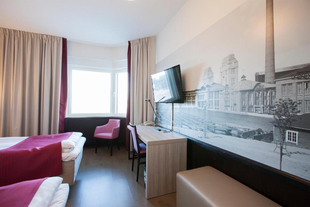 Телевизор и/или развлекательный центр в Hotel Oscar