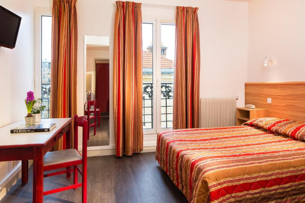 Een bed of bedden in een kamer bij Family Residence