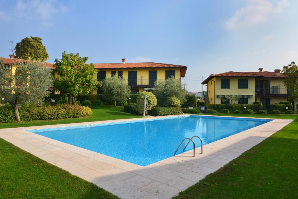 The swimming pool at or close to Casa Vacanze Serraglie