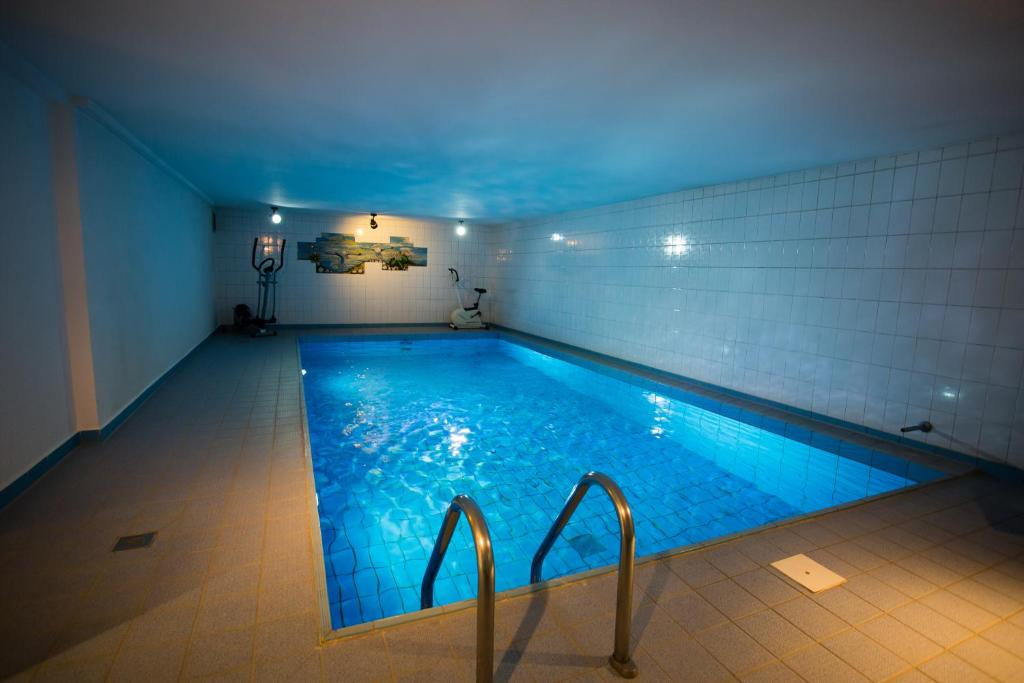The swimming pool at or close to Hotel Am Sportpark