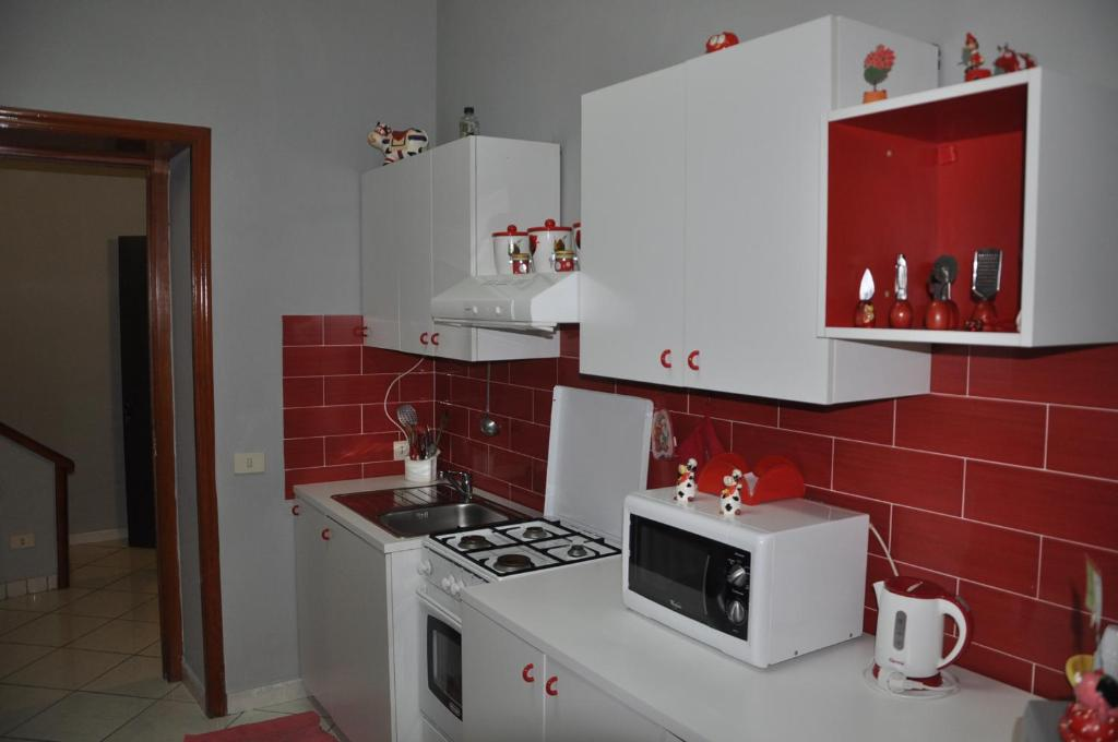 A kitchen or kitchenette at Casa Cirillo
