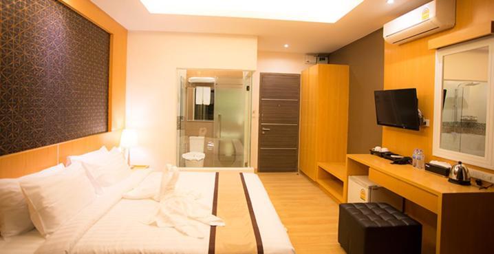 A seating area at Baitong Hotel