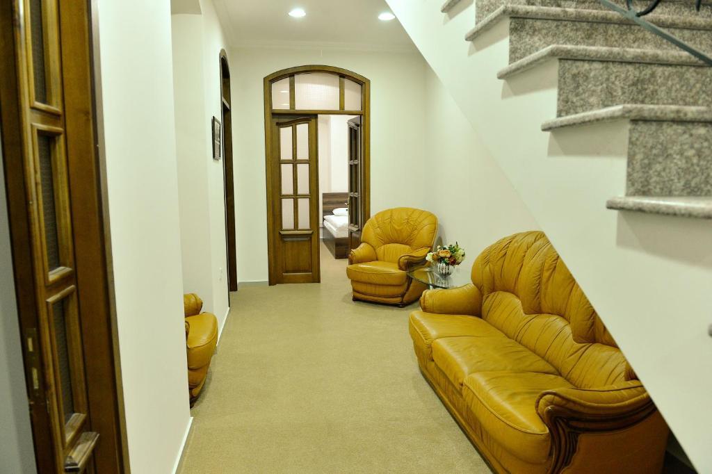 Uma área de estar em Baku Home Hostel