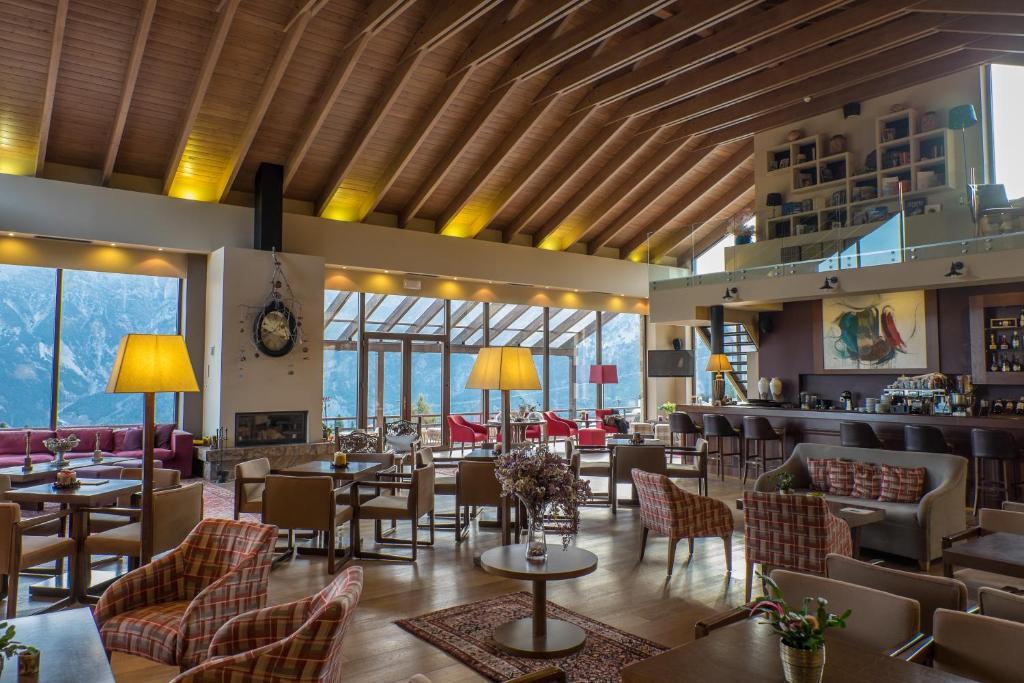 מסעדה או מקום אחר לאכול בו ב-Orizontes Tzoumerkon Hotel Resort