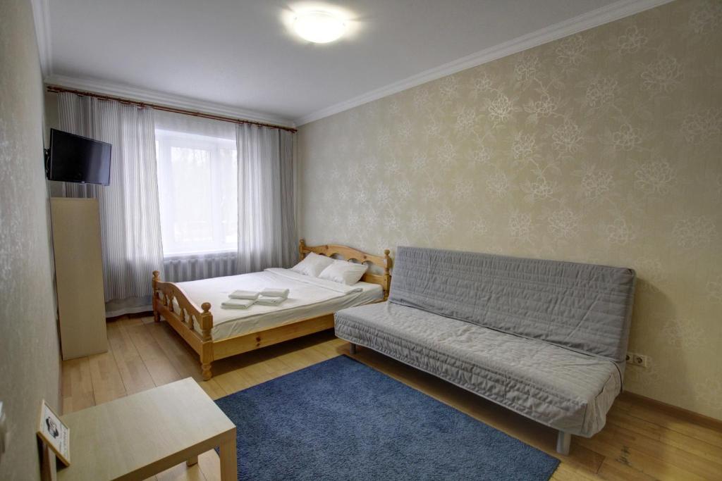 A bed or beds in a room at Щёлковские квартиры - Циолковского 7