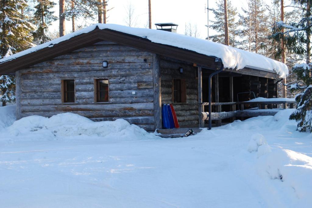 Mäntyharju-mökki talvella