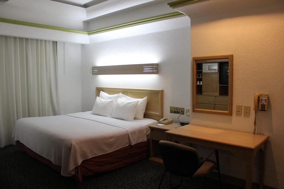 Кровать или кровати в номере Hotel Monterrey Macroplaza