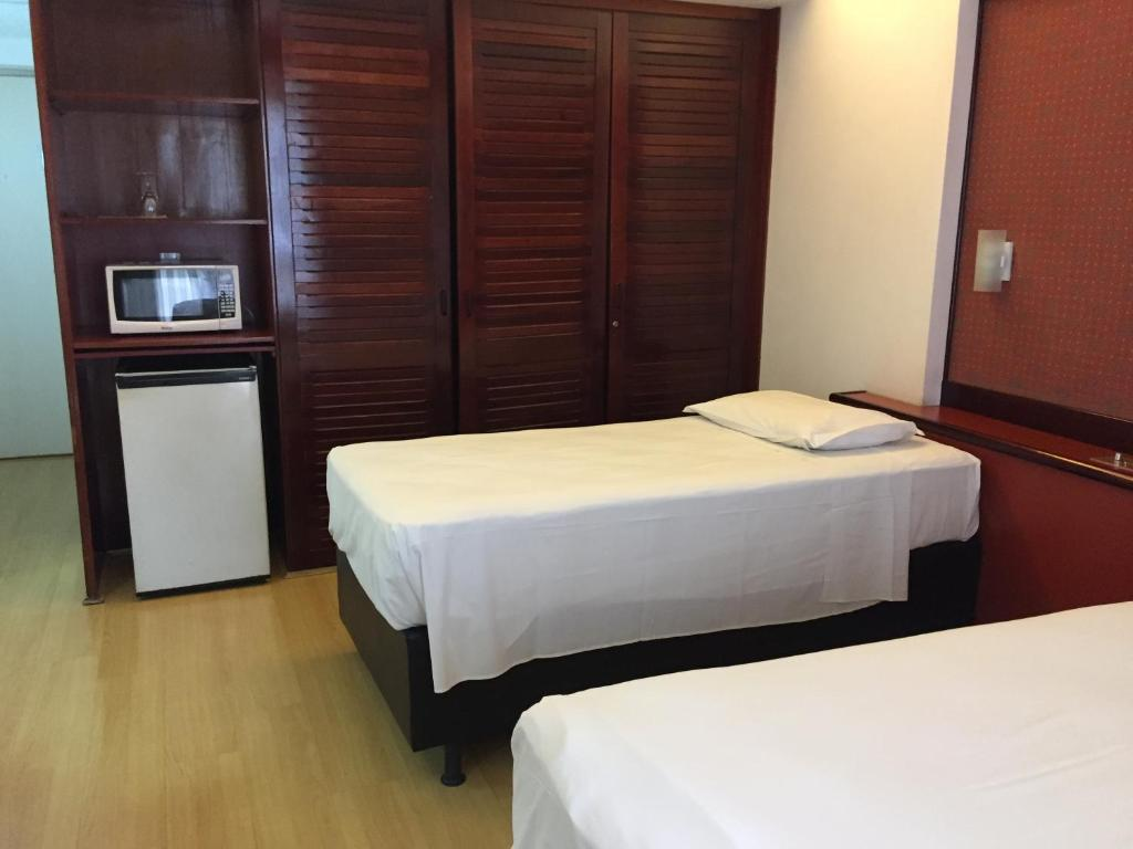 A bed or beds in a room at Evandro Apart Hotel