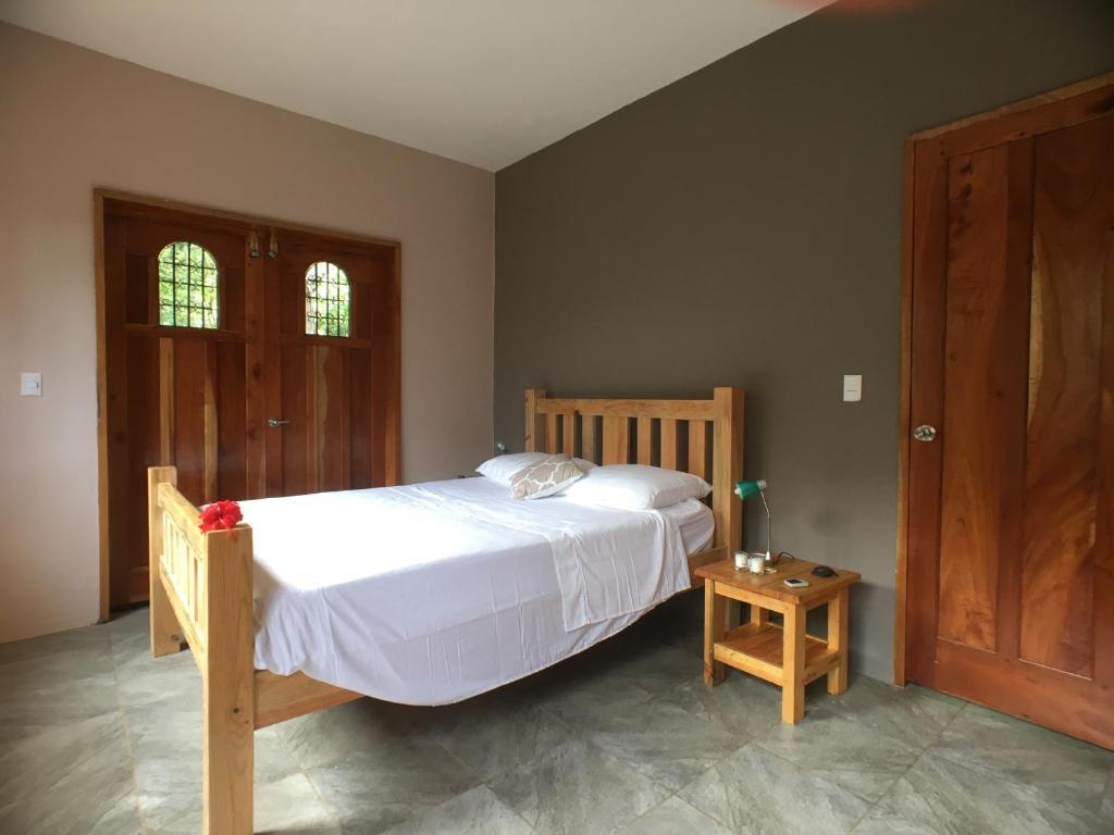 A bed or beds in a room at Casa del Bosque