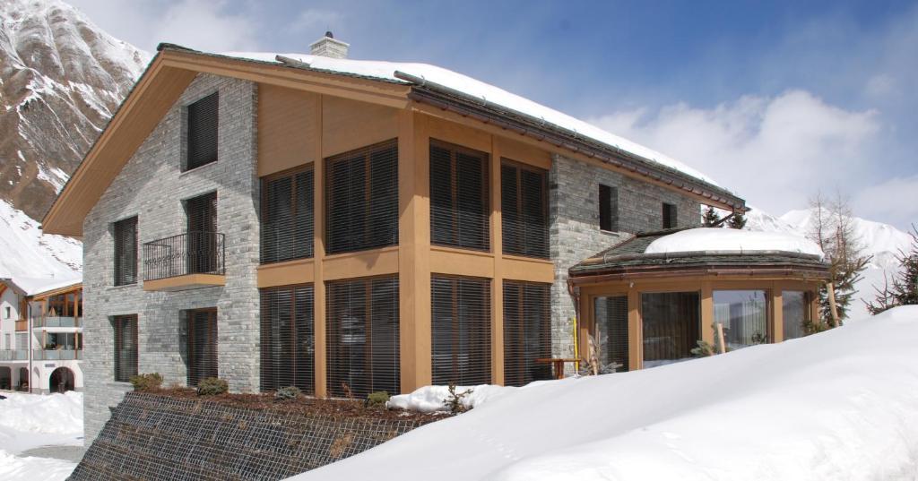 Grischuna Mountain Lodge im Winter