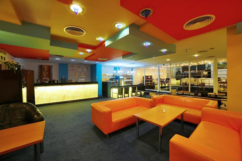 Лобби или стойка регистрации в Hotel Šariš