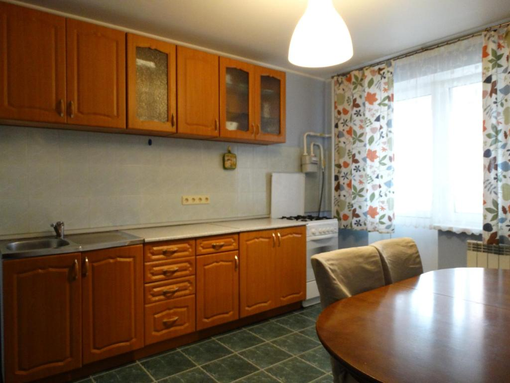 A kitchen or kitchenette at InnDays 50 лет ВЛКСМ 16