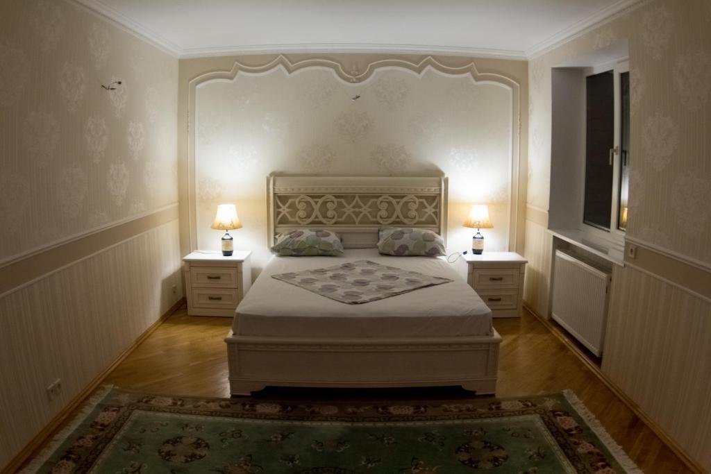 Кровать или кровати в номере апартаменты на Интернациональной