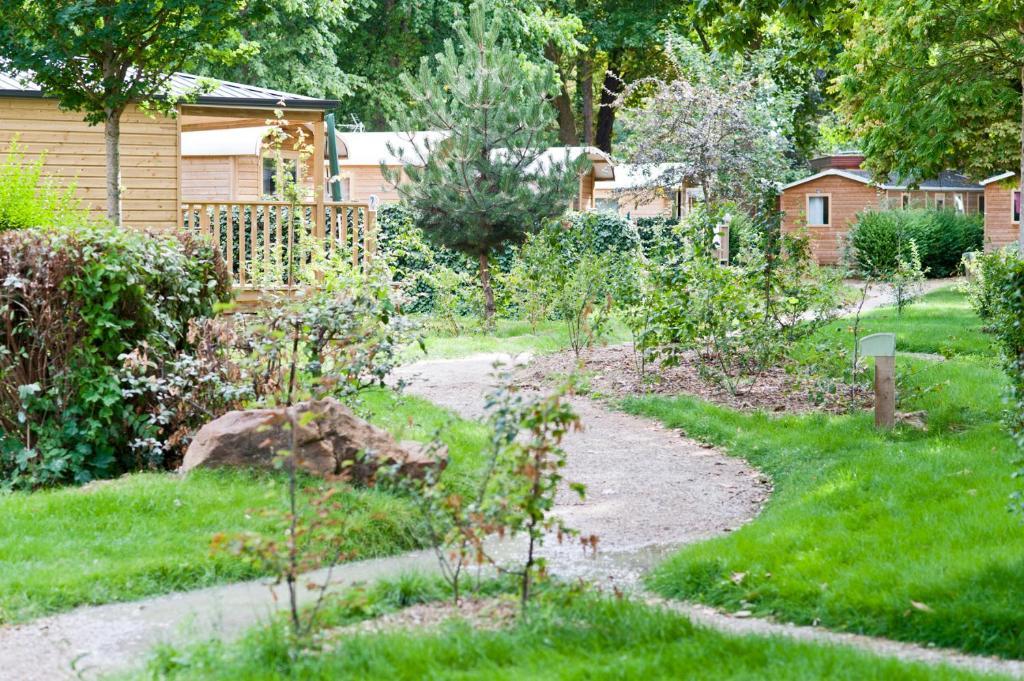 A garden outside Camping de Paris