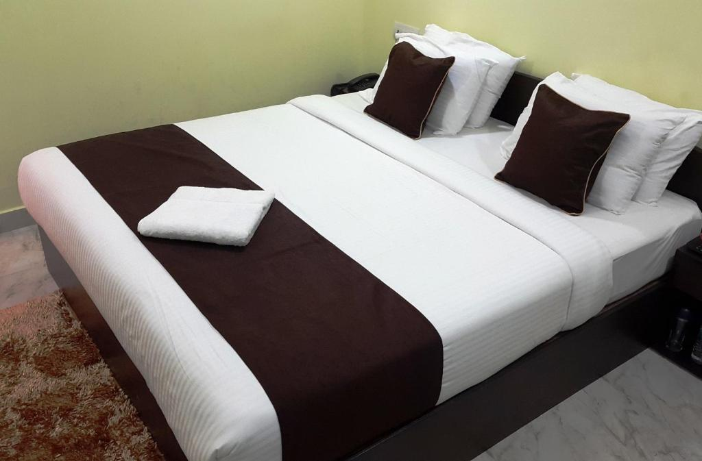 A bed or beds in a room at Kevins Homestay