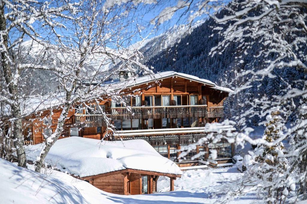 Hôtel Le Jeu de Paume during the winter